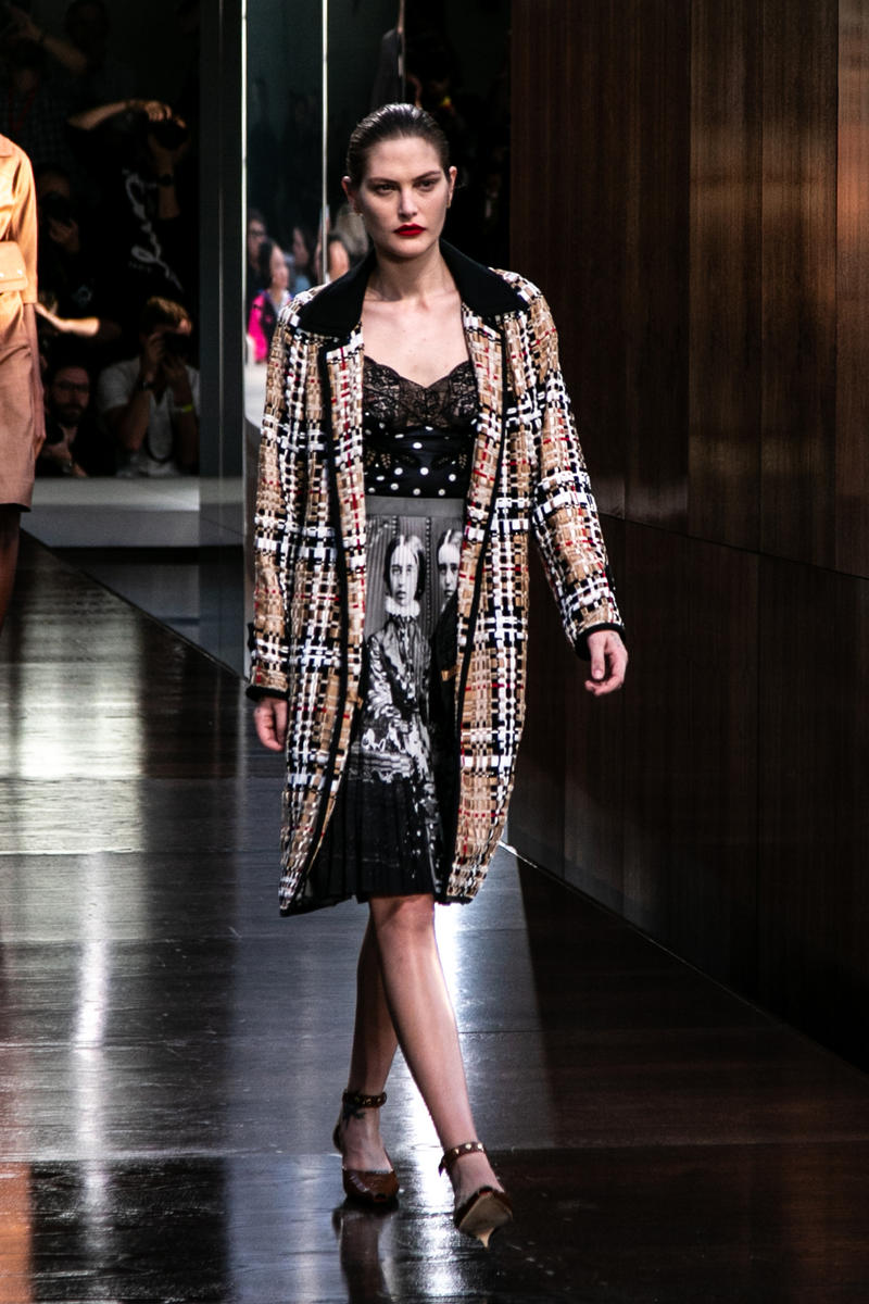 Burberry riccardo tisci runway show spring summer 2019 london fashion week mens womens check plaid pattern peter saville thomas trench coat