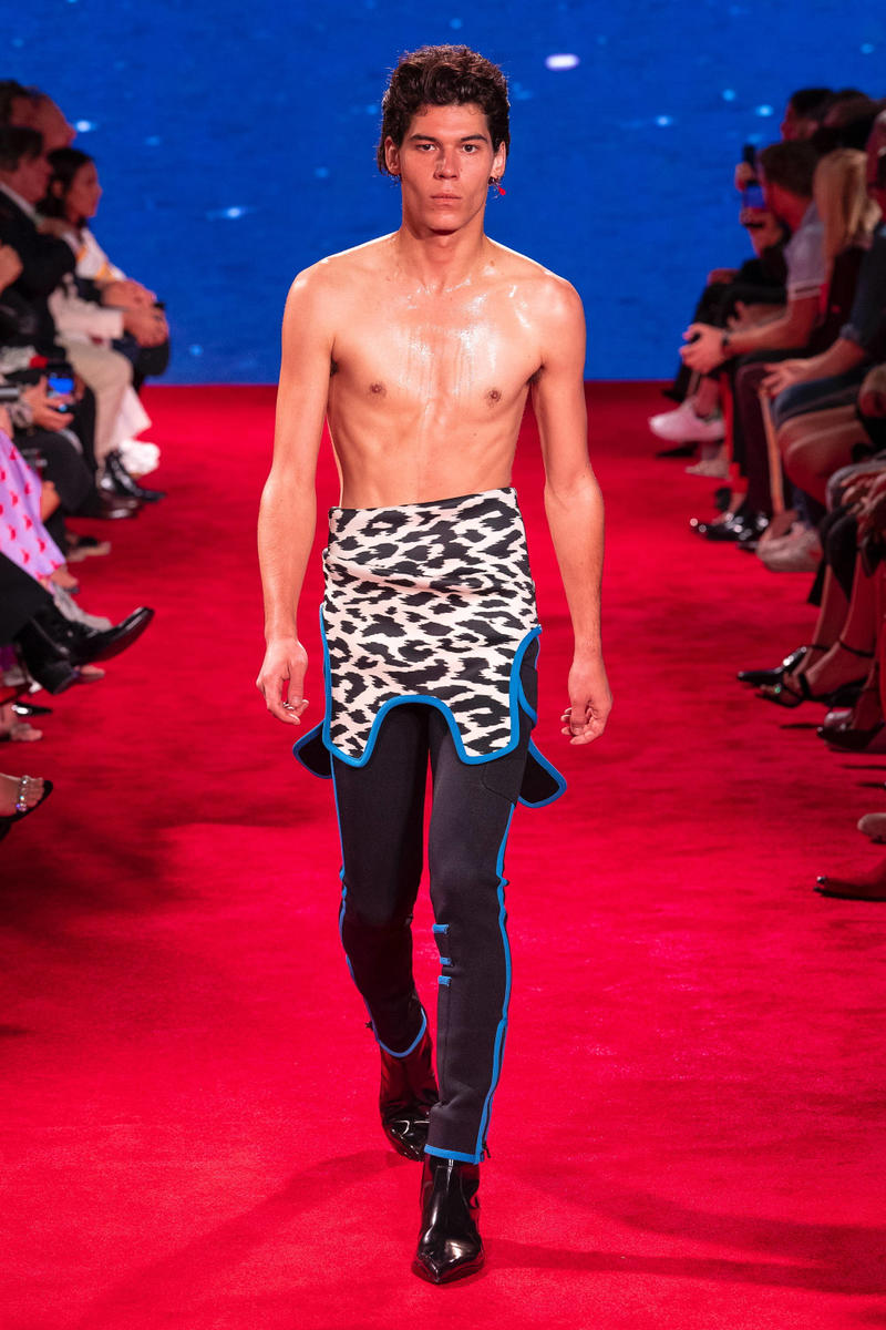 CALVIN KLEIN 205W39NYC Spring Summer 2019 NYFW Runway Show New York Fashion Week Jaws Print Raf Simons The graduate