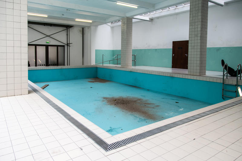 """Elmgreen and Dragset Whitechapel Gallery Inside Look """"This Is How We Bite Our Tongue"""" Art Design Swimming Pool Gentrifacation Exhibition"""