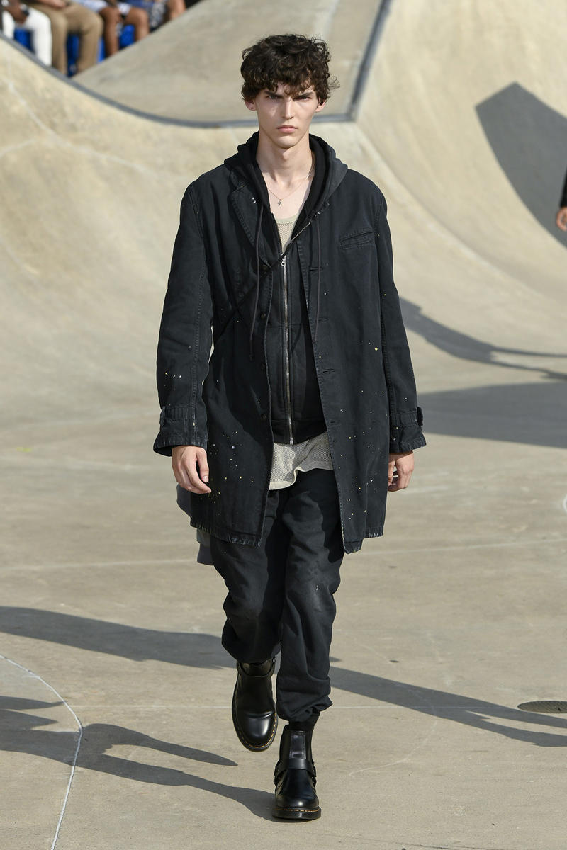 John Elliott spring summer 2019 runway collection sheck wes suicoke nike blackmeans mars jewelry sneaker shoe first look new york pier 62 skatepark justin bieber lebron james collaboration exclusive drop release date info tie dye denim acg