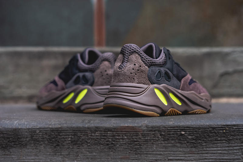 best loved 7ff03 09c02 adidas YEEZY BOOST 700