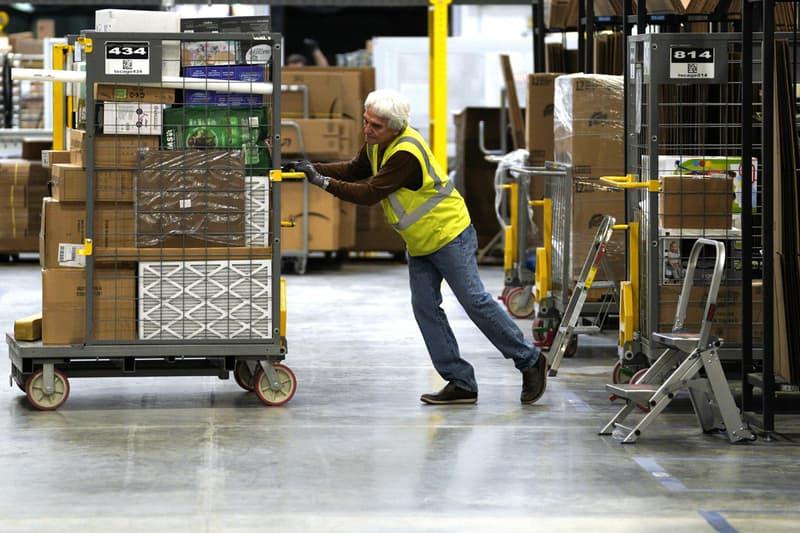 Amazon Raises Minimum Wage $15 USD U.S. Workers Jeff Bezos November 1 Whole Foods