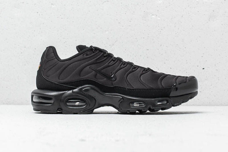 the latest 02713 1685d Nike Air Max Plus SE Triple Black Midnight Navy blue white premium suede  mudguard molded neoprene