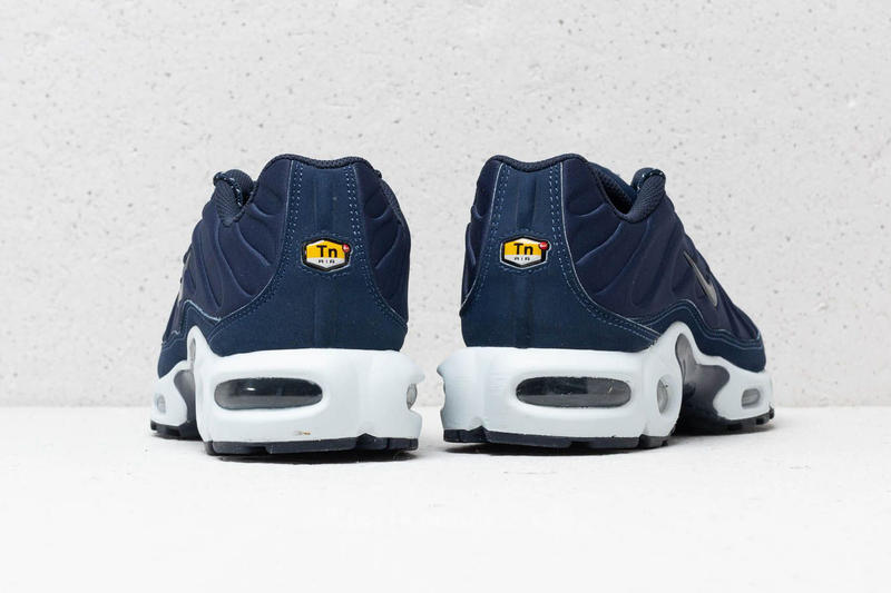 Nike Air Max Plus SE Triple Black Midnight Navy blue white premium suede mudguard molded neoprene tuned air tn 918240002 918240401
