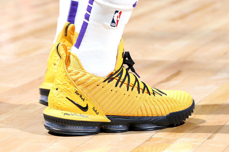 4e7cab21ef3 LeBron James brought out a new PE Nike LeBron 16 colorway last night  despite taking a loss to the Minnesota Timberwolves. The Los Angeles Lakers  did snag ...