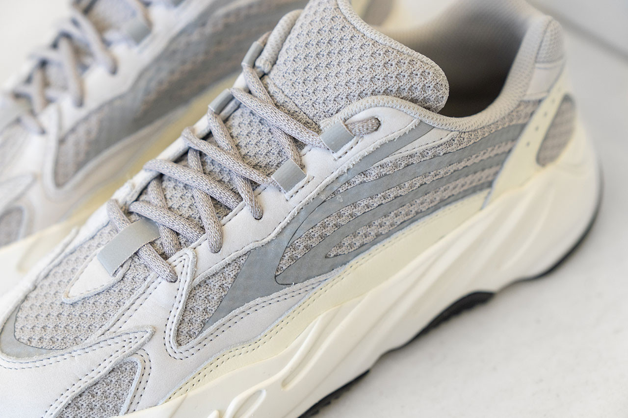 adidas YEEZY BOOST V2 \