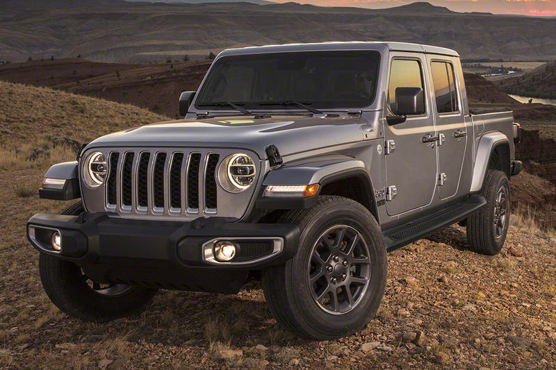 Jeep gladiator truck 2020 debut reveal auto show 2019 release silver red black color sport utility coupe model pick up pickup
