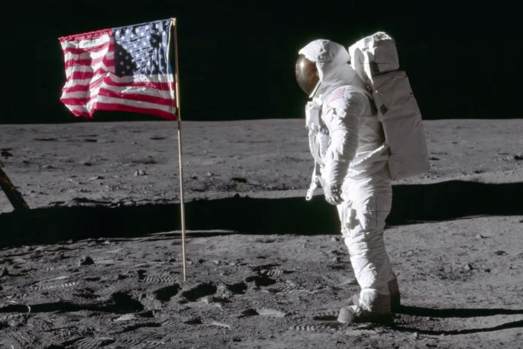 innovative design 237b9 4a413 NASA Announces Return to the Moon and Plans for Mars Mission