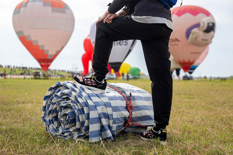 "Size? x ASICS GEL-Saga ""Balloon Fiesta"" Release date japan festival sneaker colorway price purchase multicolor hot air balloon"