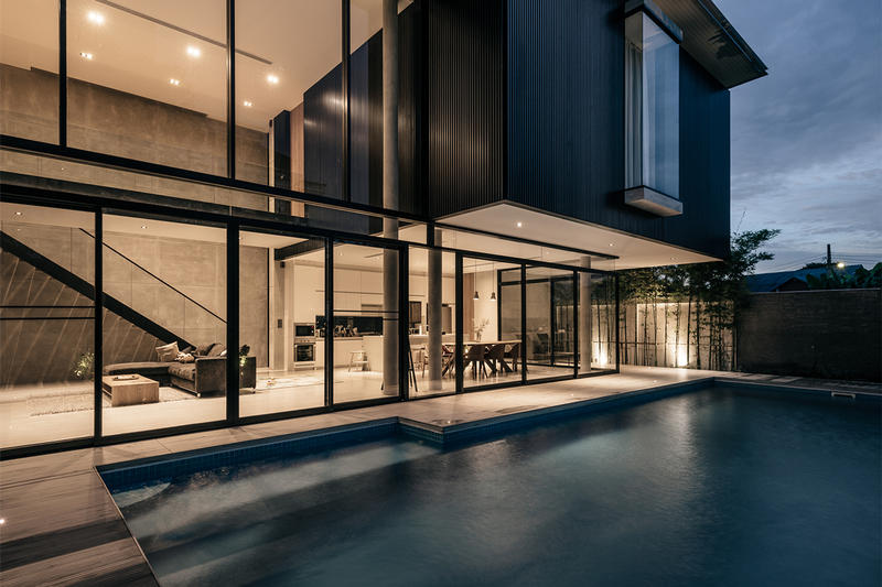 bAAn Anonym Bangkok Thailand Inside Look Home Homes House Houses Architecture Modern Exterior Interior Swimming Pool Toto