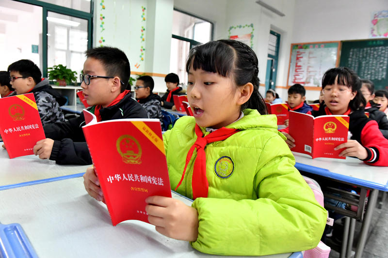 China Track Students with 'Intelligent Uniforms'