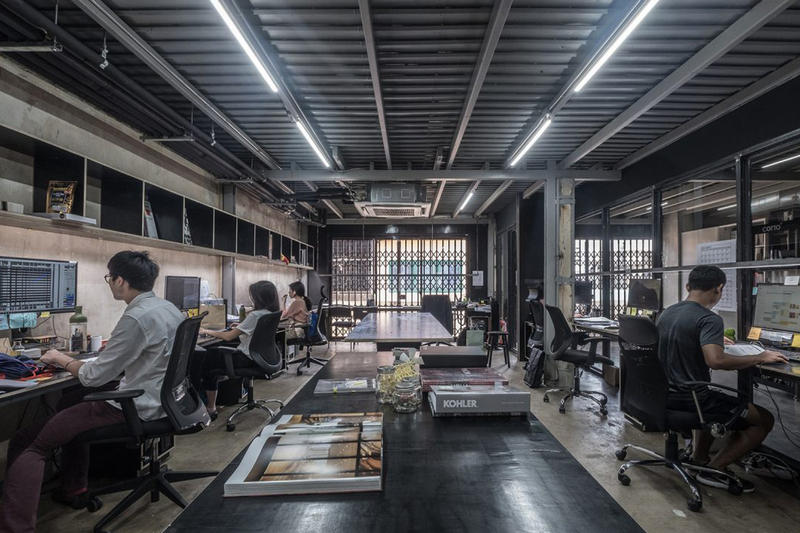 Creative Crews CC Office Bangkok, Thailand architecture heritage district townhouse modern office talad noi design nuil