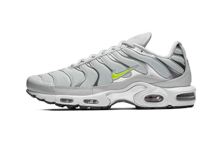 timeless design 4afc1 05ad9 The Nike Air Max Plus Arrives in a