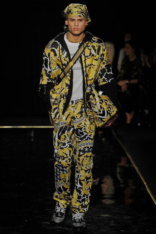 a292f8e3ce versace pre fall 2018 collection fw18 2019 winter autumn clothes first  american show runway safety pin
