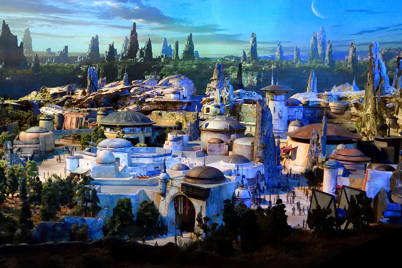 Disneyland's 'Star Wars: Galaxy's Edge' Comic theme park backdrop story anecdote batuu black spire outpost ethan sacks will sliney lucasfilm disney walt disney Dok-Ondar Ithoria