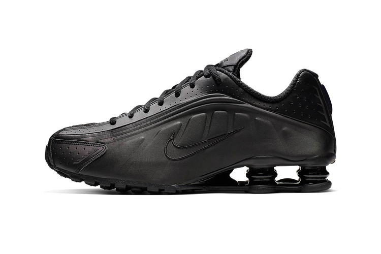 9cd95eb8194 Nike Shox R4 Gets Murdered-Out in