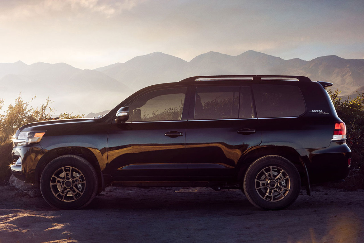 New Generation Of The 2020 Toyota Land Cruiser Coming This Year >> Toyota Debuts 2020 Land Cruiser Heritage Edition Hypebeast