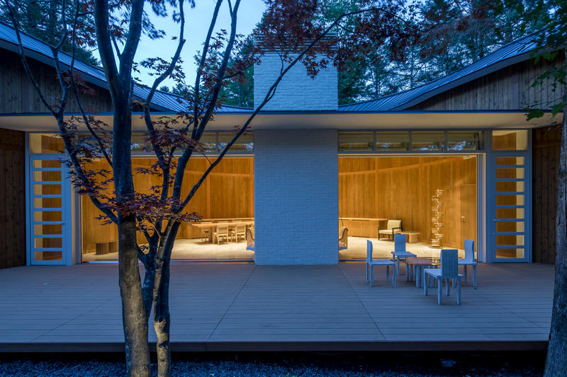 Shigeru Ban Shishi-Iwa House japan winding roof woods