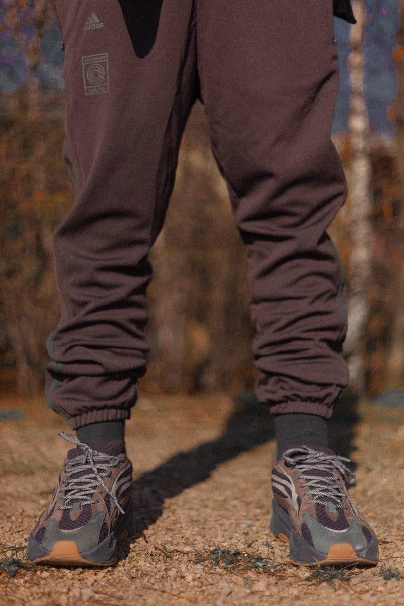 kanye west wearing yeezy 700 v2
