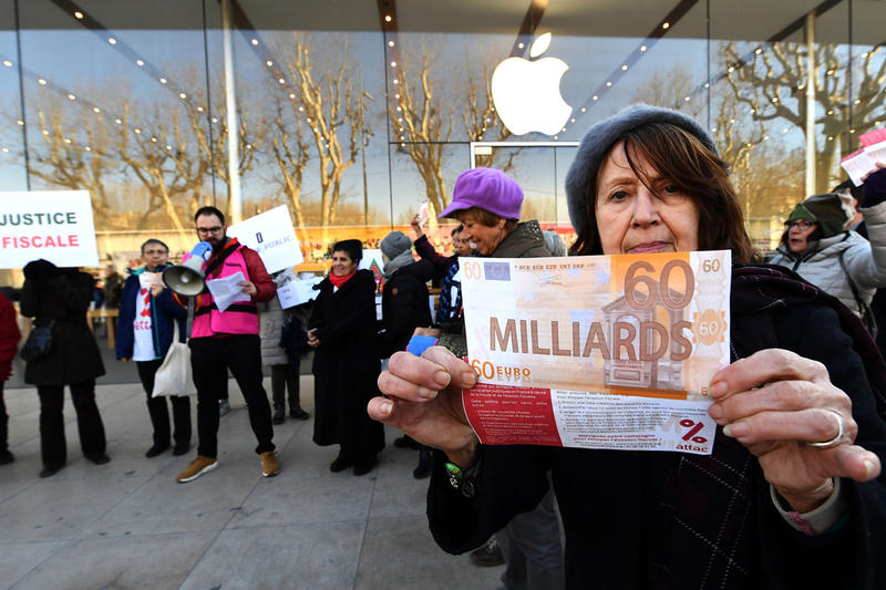 Apple $571 Million USD back Taxes France tax payment pay  storefront evasion protest money justice fiscale euros euro dollar store