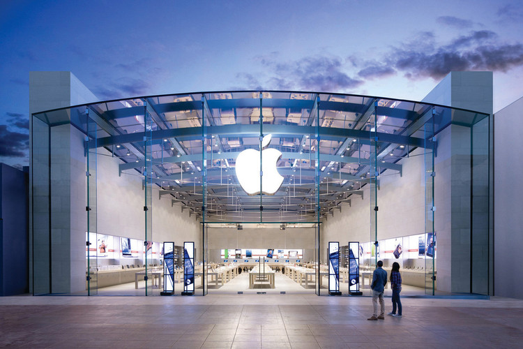 8d709e64 Apple's Head of Retail Is Parting Ways With the Company