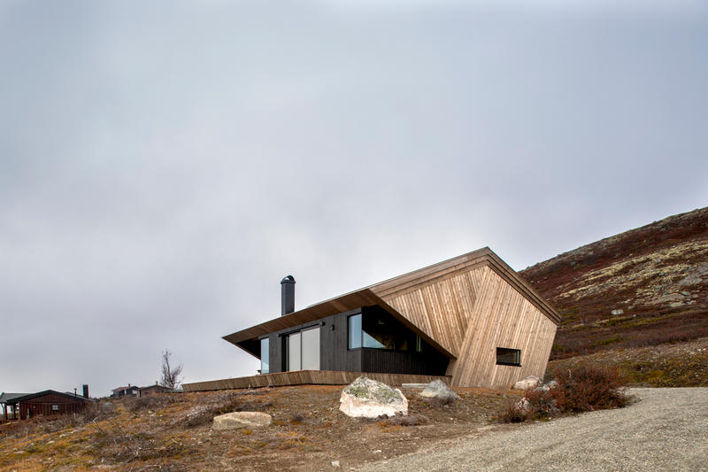 hooded cabin Arkitektærelset norway wooden Imingfjell