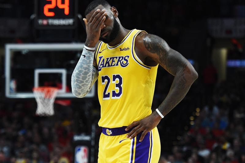 Lakers Players Meeting LeBron James teammate mistakes reaction