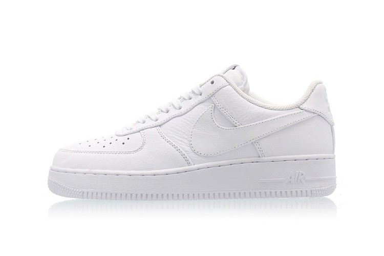0f7aec880c10a Nike Gives the Air Force 1 Triple White Oversized Branding