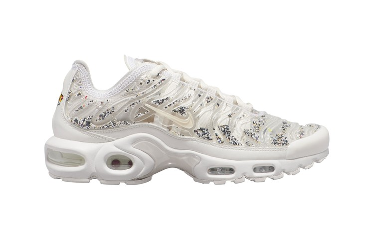 super popular eda8d 5aeae This Tonal Nike Air Max Plus Dons Paint Splatter-Like Underlays