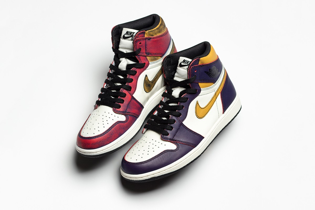 """Nike SB x Air Jordan 1 """"Lakers"""" Turns Into """"Chicago"""" Colorway After Multiple Wears"""
