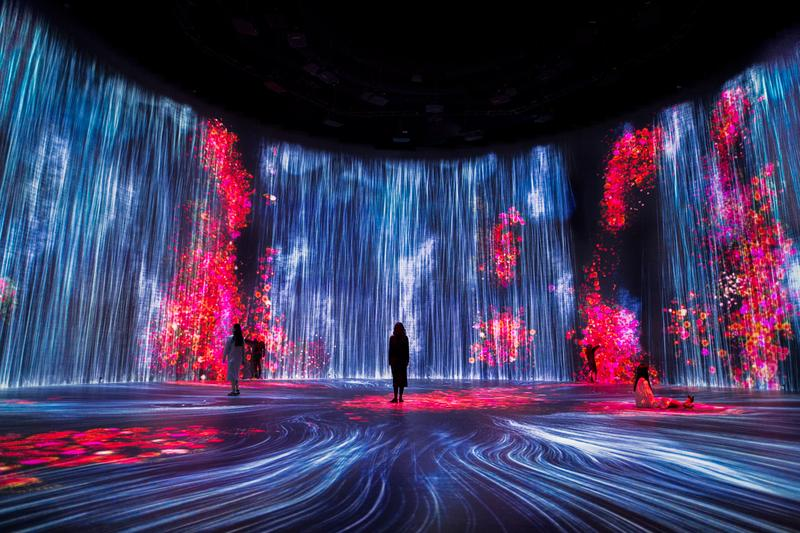 """Dive Inside teamlab's """"Universe of Water Particles in the Tank"""" Exhibition"""