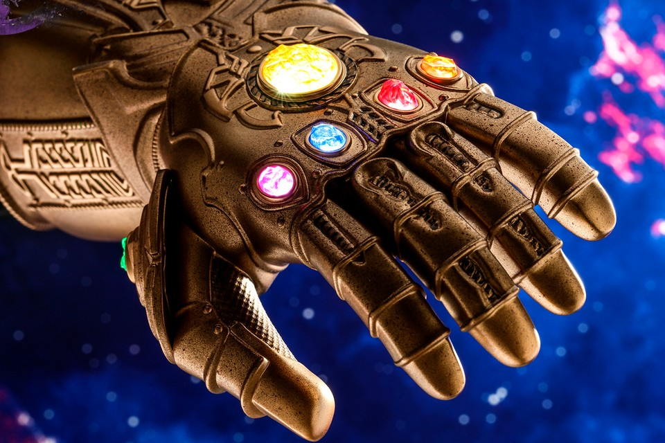 Hot Toys Avengers: Endgame Infinity Gauntlet Collectible