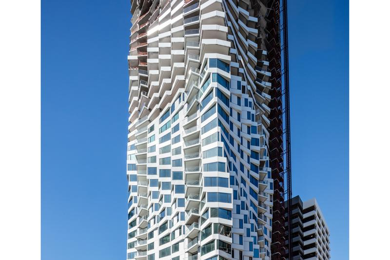 mira san francisco spiraling apartment condominium curved building studio gang architecture jeanne gang time 100 architect