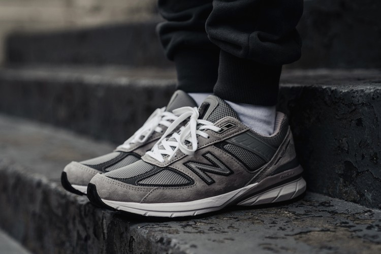 349a7e242f893 A Closer Look at the New Balance 990v5 in Monochromatic Grey