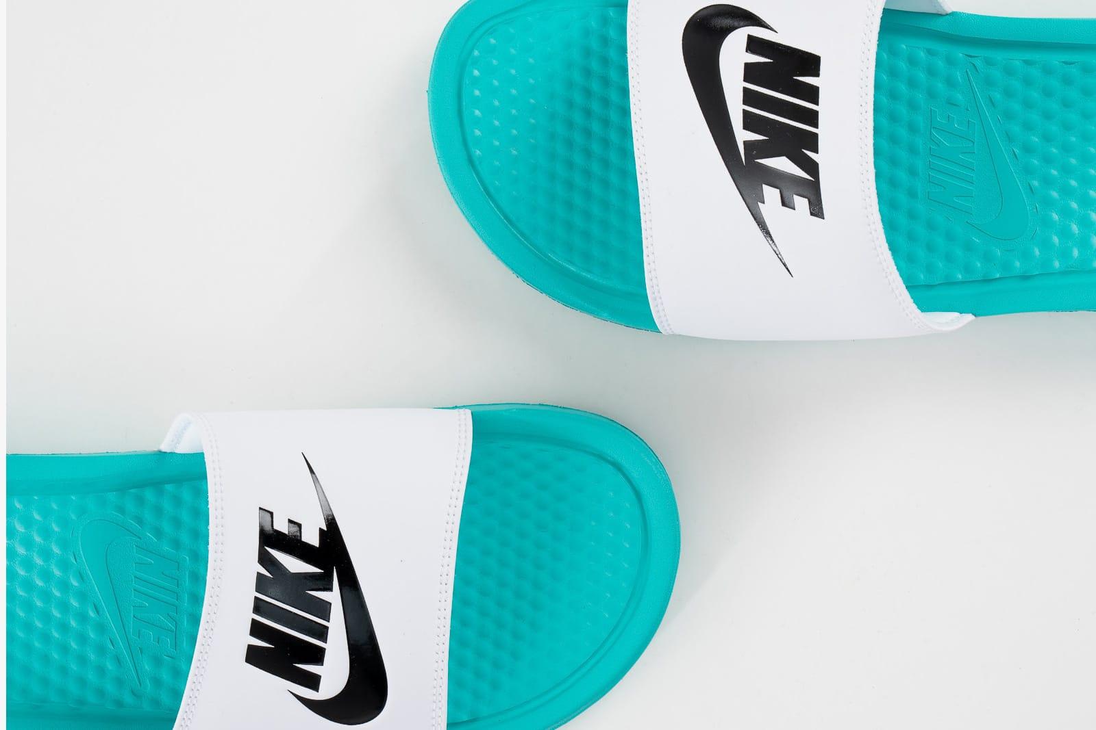 different color nike slides