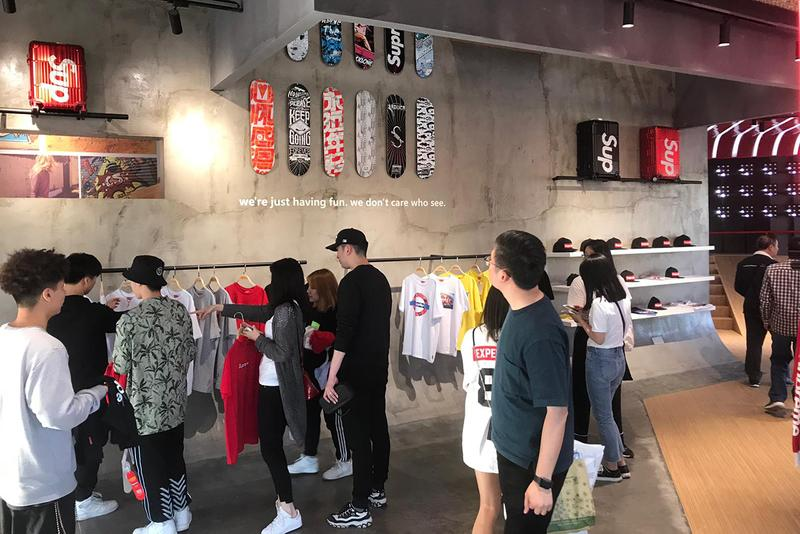 Shanghai Supreme Italia Store Look Fake Counterfeit