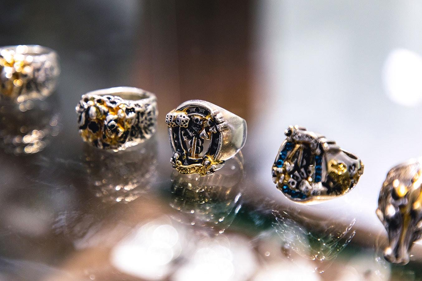 Bill Wall Leather Silver Jewelry Interview skulls vinavast Malibu silversmith Hong Kong Skulls Gold Diamond Smiley Face Silver 925 accessories rings bracelets bangles earrings