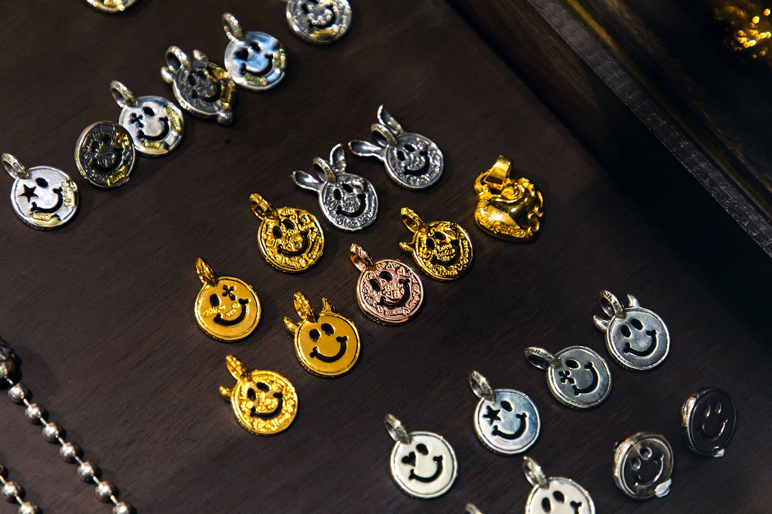 Bill Wall Leather Silver Jewelry Interview skulls vinavast Malibu silversmith Hong Kong Skulls Gold Diamond Smiley Face Silver 925 accessories rings bracelets bangles earrings