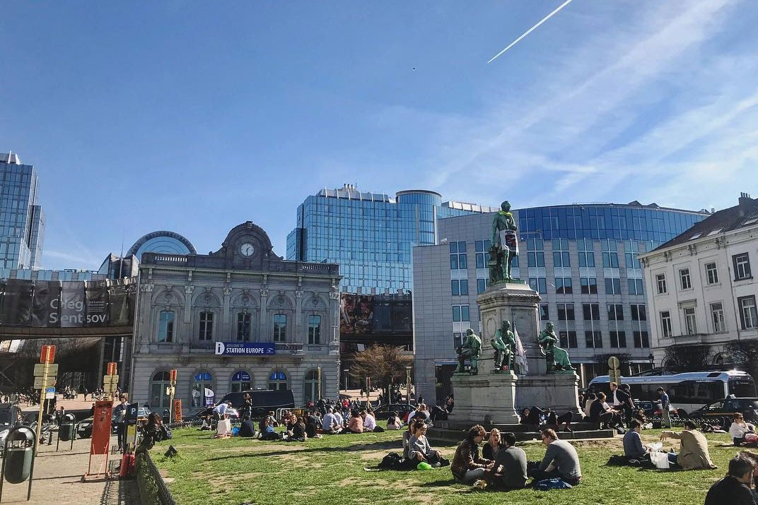 City Guide to Brussels: Things to Do travel europe beer fries frites waffles grand place Manneken-Pis tintin smurft