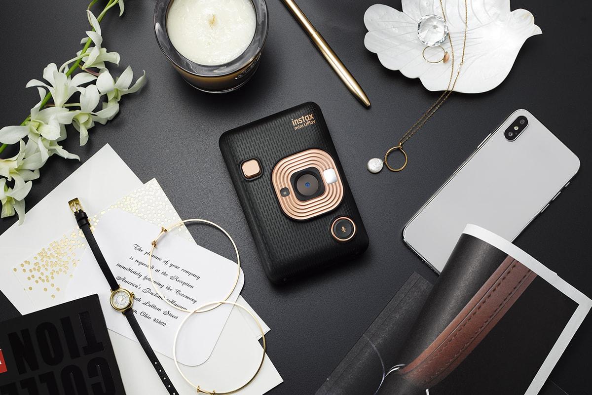 Fujifilm Instax Mini LiPlay - инновационная камера мгновенной печати с записью звука в формате QR-кода