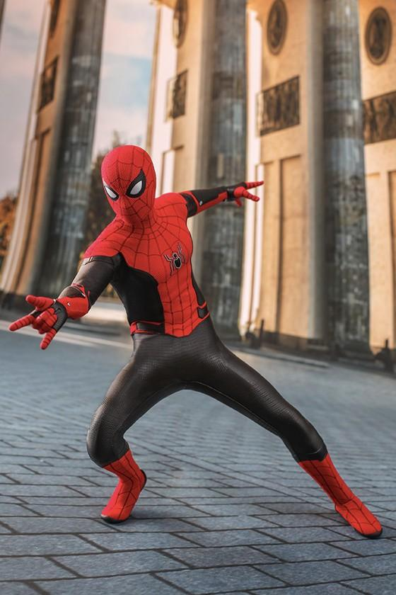 Hot Toys Spider Man Far From Home 1 6th Model marvel avengers tom holland peter parker cinematic universe figure collectible