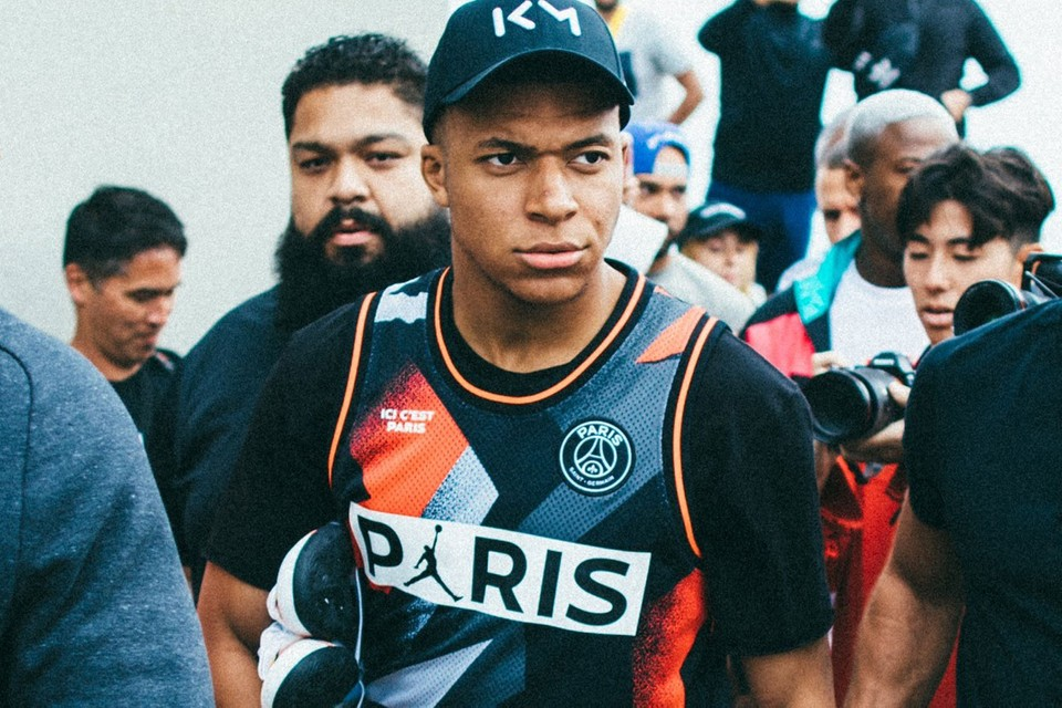 lowest price f2530 6a795 Kylian Mbappé Sports PSG x Jordan Collab in Venice Beach ...