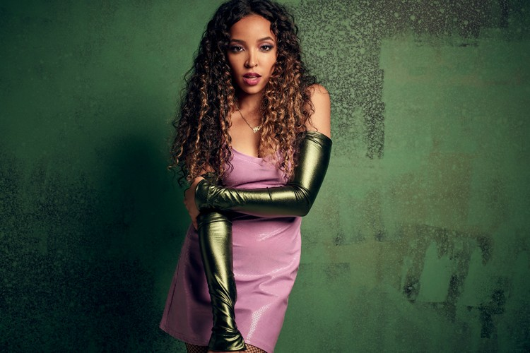 hot sale online 28cfa 63213 Tinashe Delivers Her Own Spin On Chris Brown   Drake s