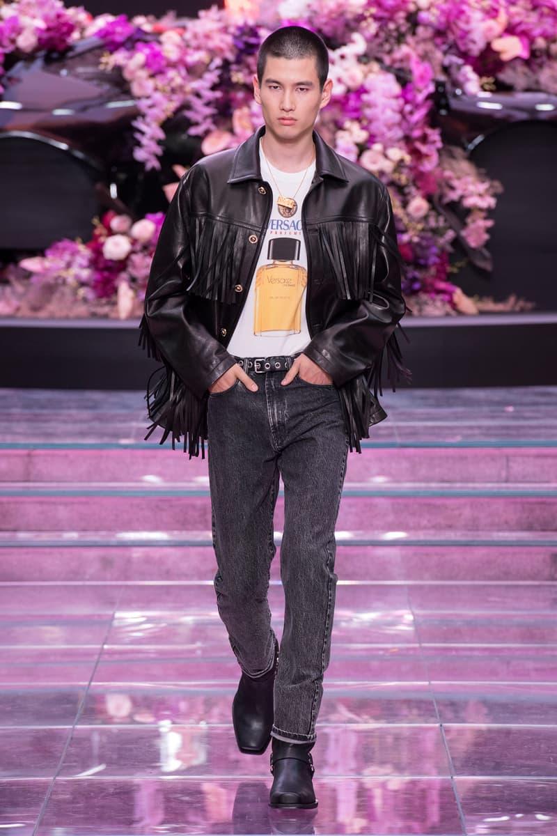 big discount on feet at high fashion Versace Men's Spring/Summer 2020 Fashion Show | HYPEBEAST