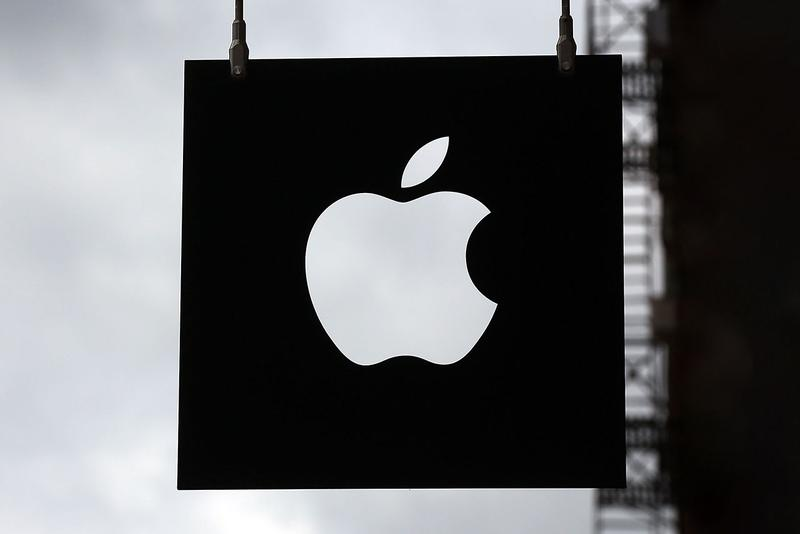 Apple Purchases Most Intel's Smartphone Output business acquire patent employee