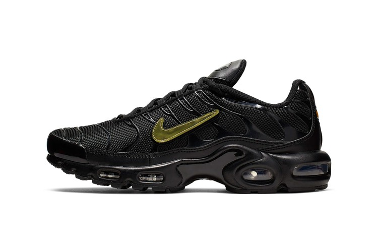 c0d8e9c91ed1 Nike Gives the Air Max Plus a Trio of Removable Swooshes · Footwear