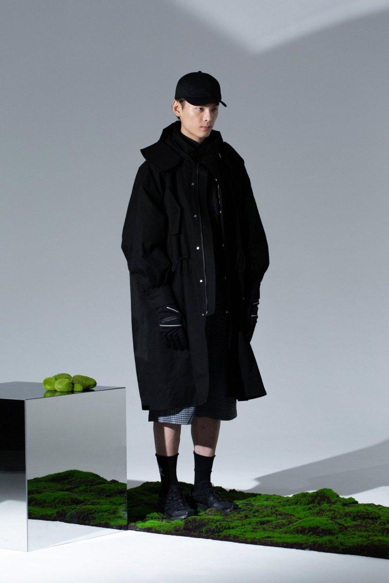 ROARINGWILD Fall Winter 2019 Lookbook collection Jackets Shirts Pants Hats Bags Fluorescent Violet Yellow Blue Black White Gray Leather