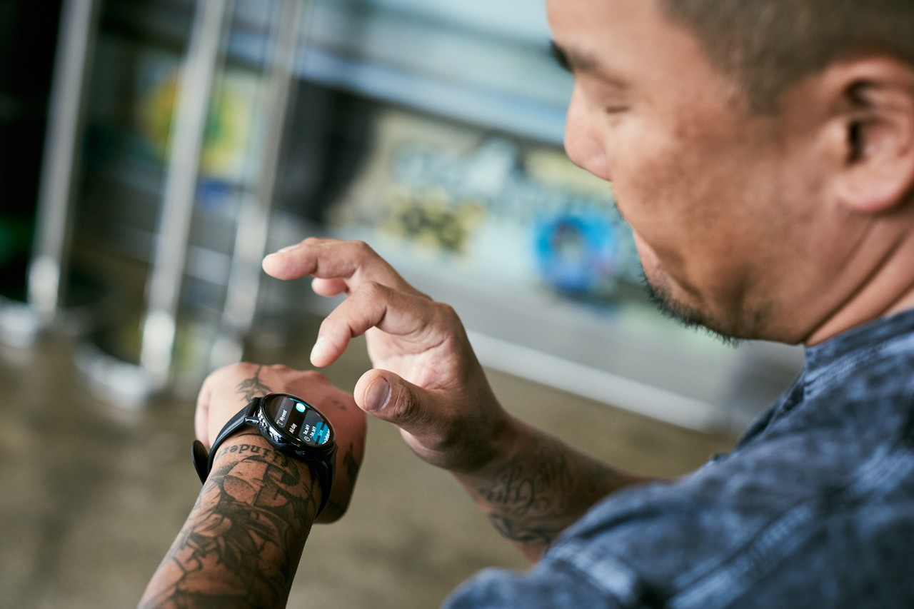 Roy Choi Uses the Samsung Galaxy Watch Active2 chef los angeles food truck movement culture smart watch spotify