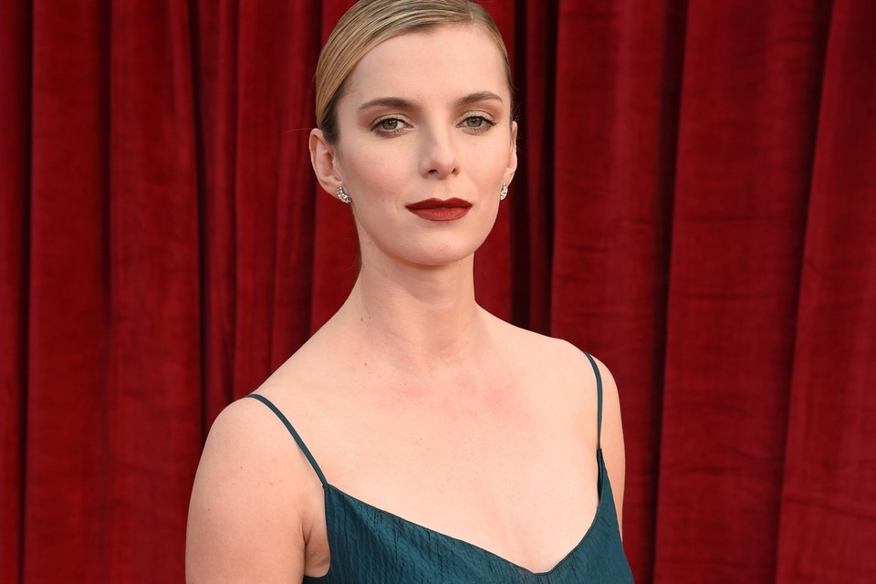 Betty Gilpin Turns the Tables in Trailer for Blumhouse's 'The Hunt'