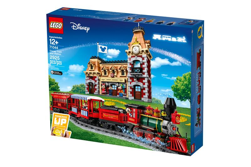 LEGO Disney Parks® Landmark Train Station Mickey Mouse Minnie Mouse Chip Dale Goofy Red Gray Orange Blue Green